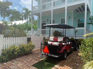 The Blue Pelican - Comes With 6 Passenger Gas Golf Cart
