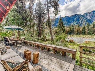 NEW LISTING! Stylish, riverfront, dog-friendly cabin w/ full kitchen & WiFi!