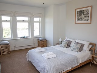 Island View (White Horses) - Spacious first floor apartment in Bantham, S.Devon