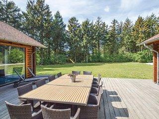Amazing home in Løkken w/ Sauna, WiFi and 6 Bedrooms (D7116)