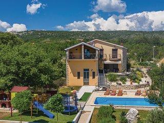 Nice home in Vinjani Donji w/ WiFi and 5 Bedrooms (CDF985)