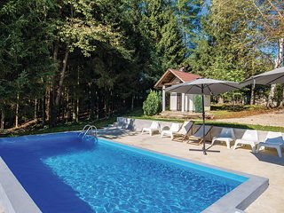 Awesome home in Plaski w/ WiFi, Outdoor swimming pool and 4 Bedrooms