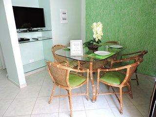 Apartamento 12 de 2 dormitorios para 7 pessoas a 2 quadras da Praia da Enseada