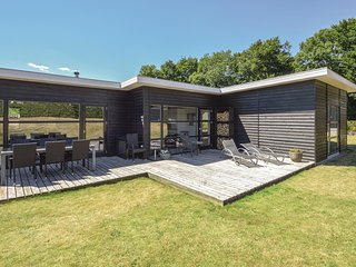 Awesome home in Aabenraa w/ Sauna, WiFi and 4 Bedrooms