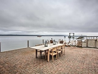 NEW! Waterfront Lakebay Home w/ Beach & Kayaks!
