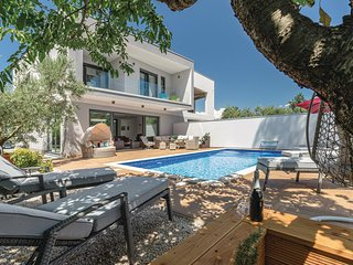 Amazing home in Cervar w/ WiFi, 4 Bedrooms and Outdoor swimming pool (CIE899)