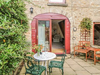 LAVENDER COTTAGE, pet friendly, country holiday cottage, with a garden in