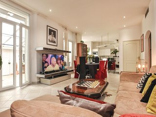 Beautiful home in Cannes w/ 3 Bedrooms