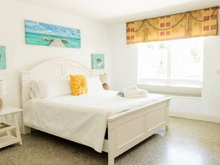 Harbourside  2 - King Studio, Garden View, Bright & Clean, 5-Min Walk to the Bea