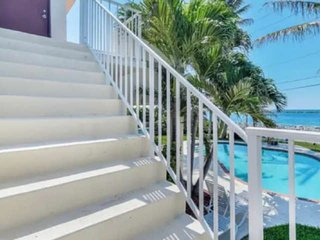 Southwind 7-King 1 BD-2nd Floor/Pool/Island ParadiseWaterway/Ocean Balcony Views