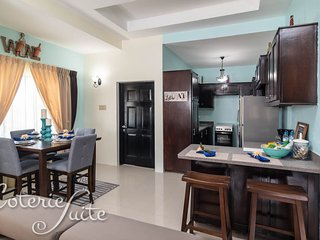 Coterie Suite - Meadow Palms Apartment B12