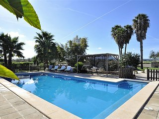 SON VANRELL -Rustic house for 5 people in Montuiri. Satellite TV. Private pool.