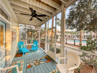 Relaxing home w/ 2 shared pools, hot tub, playgrounds, etc - 1 mile from beach
