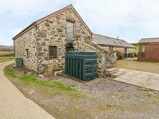Y STABAL, character holiday cottage, with a garden in Criccieth, Ref 2354