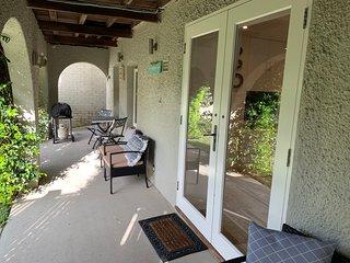 Private & Sunny Garden Apartment