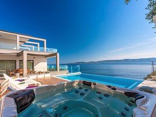 NEW! VILLA HRID Luxurious beachfront villa with infinity pool and Whirlpool