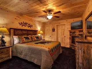 Lazy Bear Lodge - 4 Bedrooms, 4 Baths, Sleeps 14