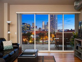 Amazing view downtown Denver, walkable, LARGE balcony, secure garage parking: 'L