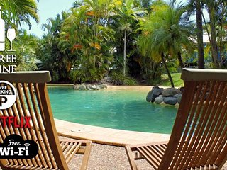 3BR Beach Escape AC★Pool★Tennis★Wine★Coffee★Netflx