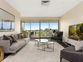 Sleek Skyline View Apartment Ideal for City Break