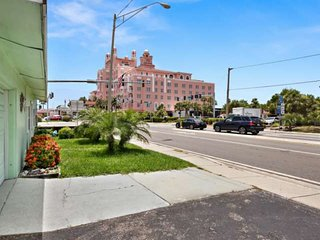 Just Steps Away from the Famous Don Cesar Hotel and Spa. Spacious House with Eas