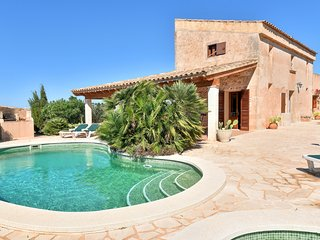 Serral, quiet area house with private pool