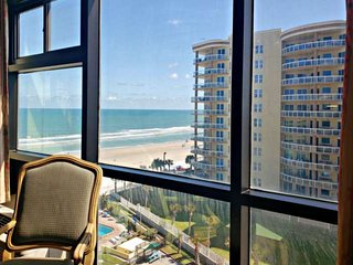 8th Floor Bch View at OceanFront Complex w/ Pool-Kitchenette-2 Full Beds & Onsit