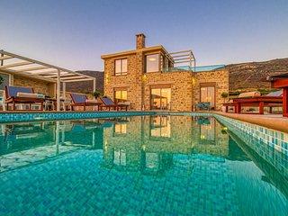 Brand new villa Kore, saltwater heated pool, indoor jacuzzi, sea & sunset view