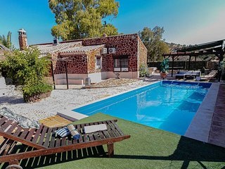 Holiday home up 8 people in Osuna, south mountains of Sevilla. Private pool.