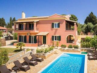 Villa Four Seasons: Private Pool, Free WiFi,A/C