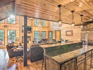 Lux Cabin w/Hot Tub 13mins to Broken Bow Lake