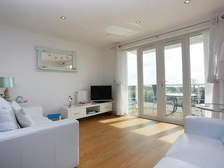 BOURNECOAST: STUNNING PANORAMIC SEA VIEWS FROM APARTMENT AND BALCONY - FM2775