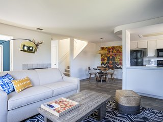 Chic 3BR Townhome in Pacific Beach by WanderJaunt