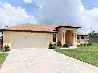 Spectacular Vacation Home in Cape Coral, Private Pool, Excellent Location