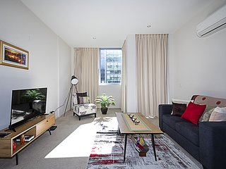 Spacious 1 BR New Acton Stylish apartment