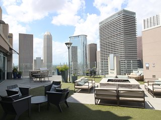 Downtown Houston Rooftop Grill, Pool & More! Reserve Now