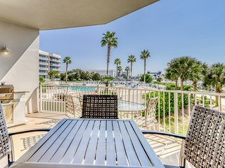 Family-friendly updated marina view condo w/ shared pool & hot tub!
