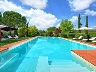 Podere Monte Lucci Villa Sleeps 18 with Pool and WiFi