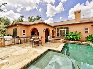 Lake Travis 4BR w/ Backyard Oasis - Private Pool, Spa & Outdoor  Kitchen