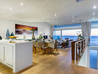 Exclusive Camps Bay villa on the edge of the ocean