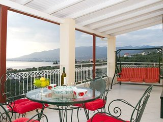 Stylish flat/ Romantic sunsets, 300m to the beach