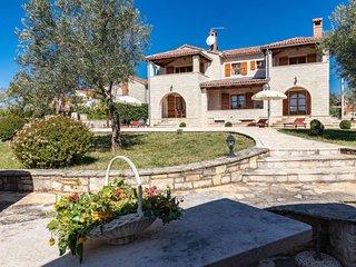 Stifanici Apartment Sleeps 4 with Pool and WiFi - 5640922