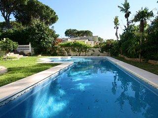 Sitio de Calahonda Villa Sleeps 6 with Pool Air Con and WiFi