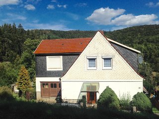 Monteur- und Ferienwohnung 'Haus am Wald' in 98554 Benshausen (Thüringer Wald)