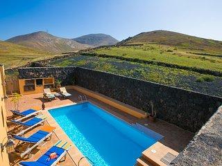 Tinajo Villa Sleeps 6 with Pool and WiFi - 5604888