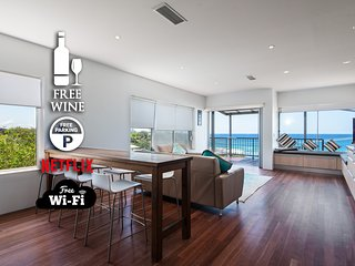 2BR Coolum Beachfront ★180° Views ★Wine★Netflix