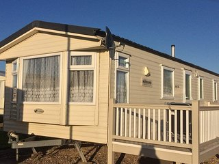 8 BERTH 3 BEDROOM DELUXE CARAVAN