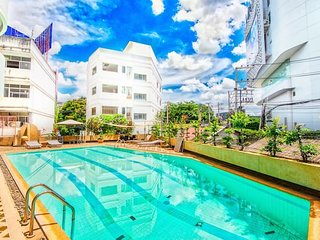 Jump in the pool from the apartment - City Centre!
