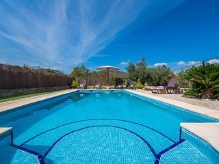 Lloseta Holiday Home Sleeps 6 with Pool Air Con and WiFi - 5503206