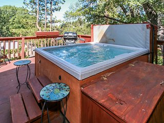 Knickerbocker Retreat Ultra Spacious Downtown Village Chalet / Hot Tub